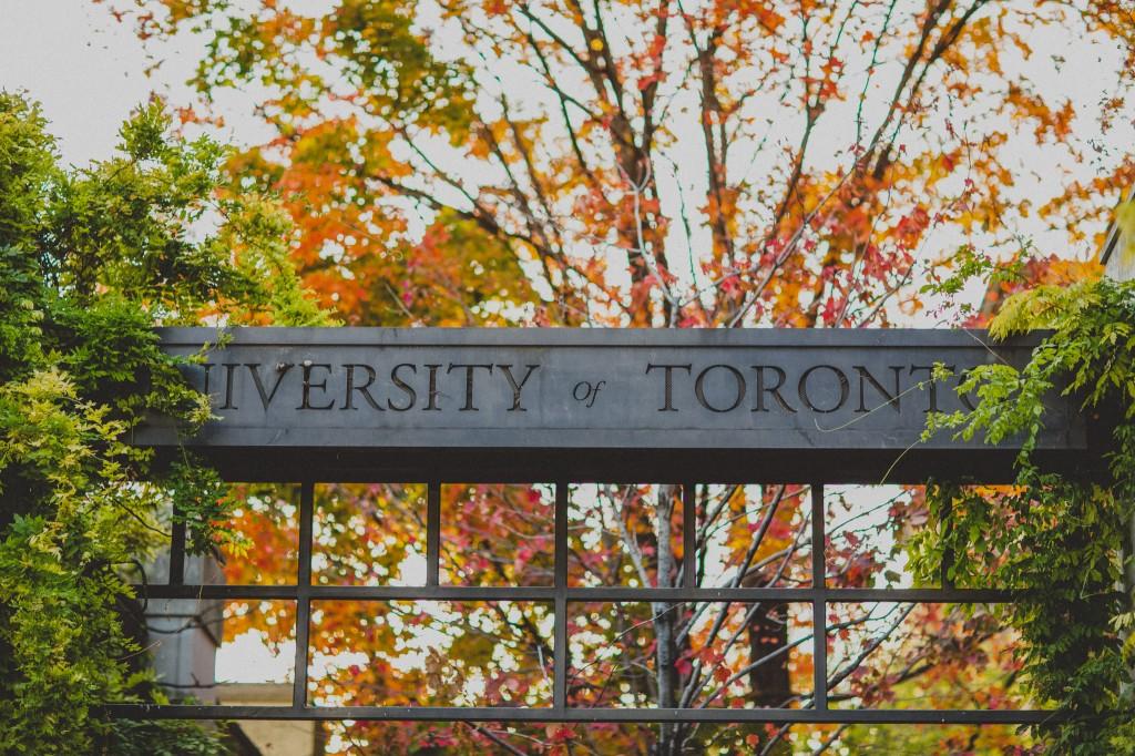 ĐẠI HỌC TORONTO – TRUNG TÂM THÀNH PHỐ TORONTO NHỘN NHỊP CỦA CANADA