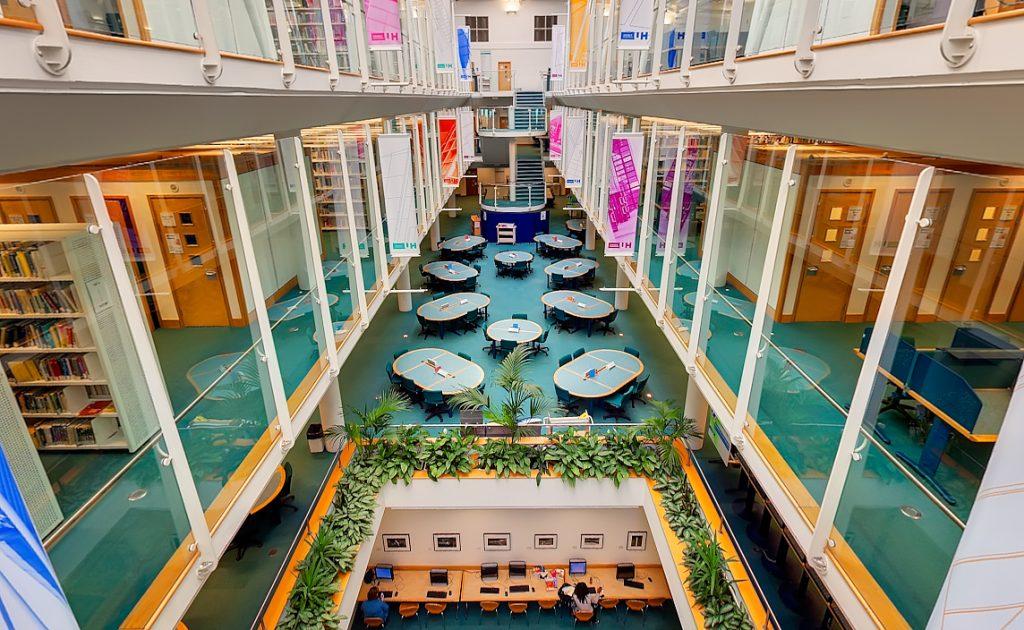Đại học Hertfordshire – ngôi trường đích thực của sinh viên ngành luật