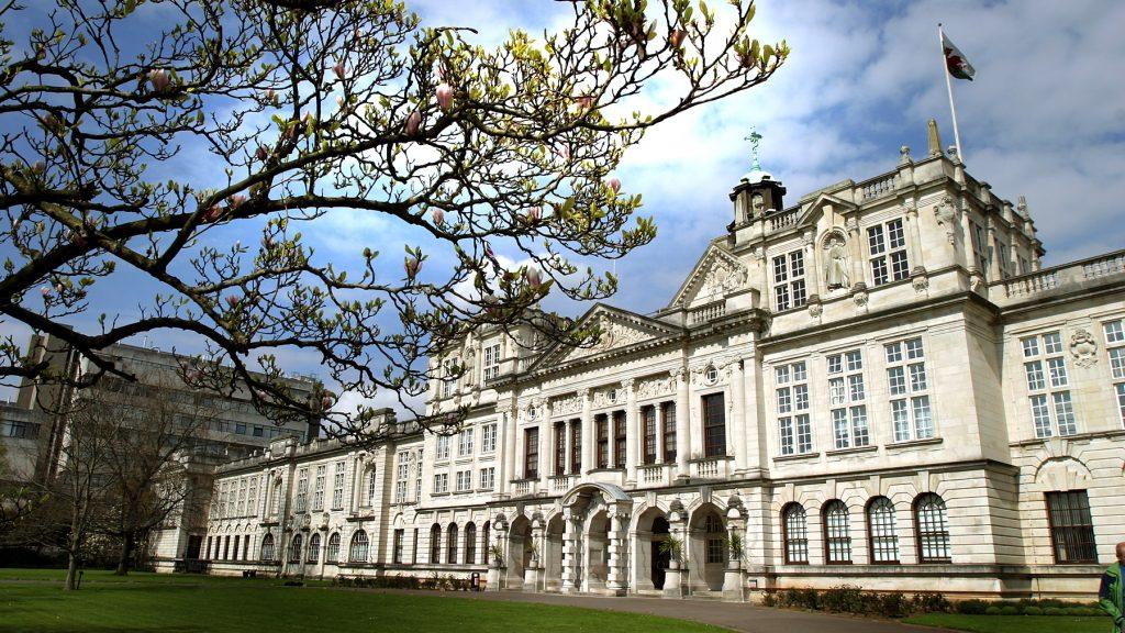Cánh cửa cơ hội cho sinh viên Việt Nam tại xứ Wales (Vương Quốc Anh)